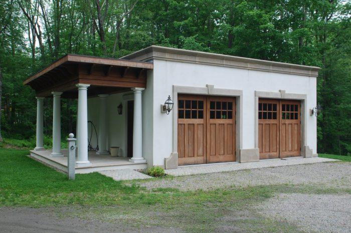 Mediterranean style garage