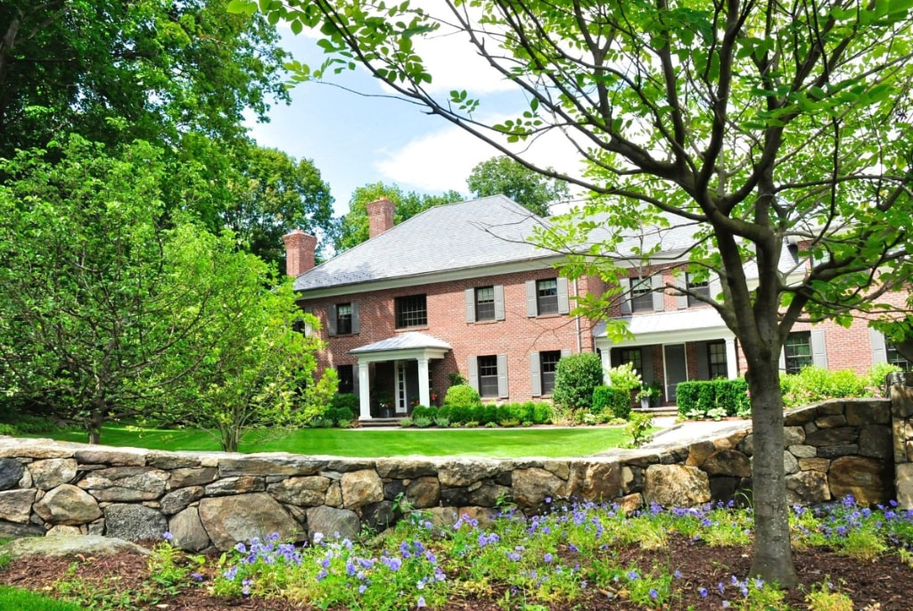 Georgian Colonial home in Greenwich CT exterior design