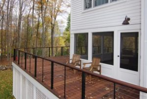 Mahogany deck with stainless steel cable in NY
