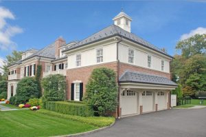 Georgian Colonial home with 3 car garage in Greenwich CT