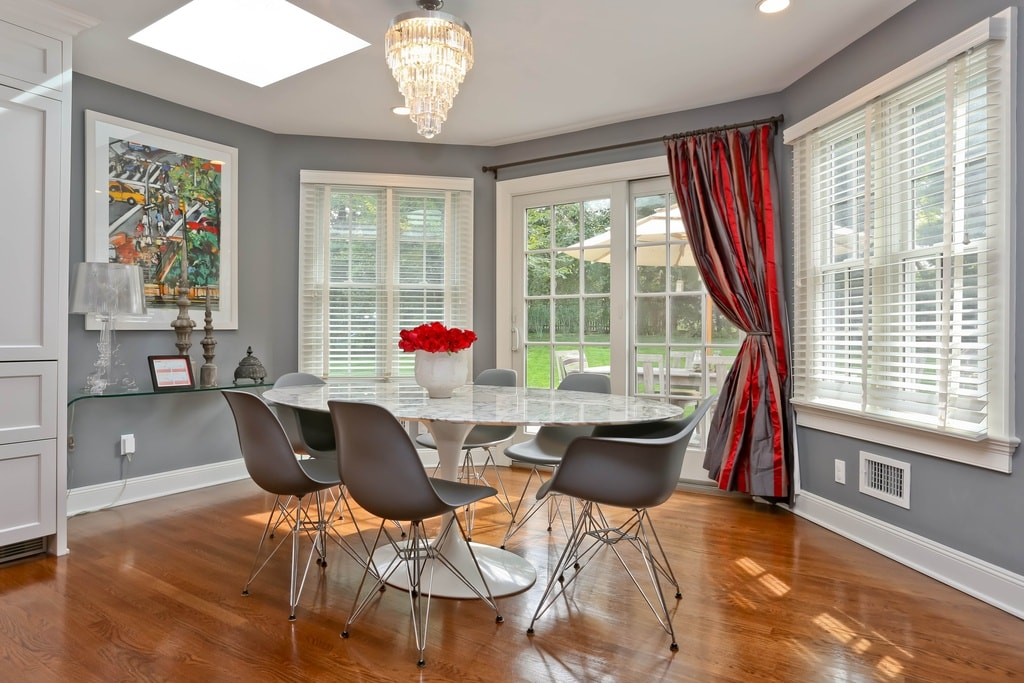 Breakfast area home design in Scarsdale NY by DeMotte Architects