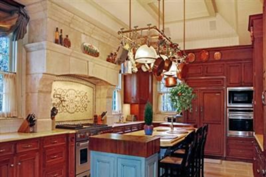 Elegant country style kitchen in Rye NY after addition by DeMotte Architects
