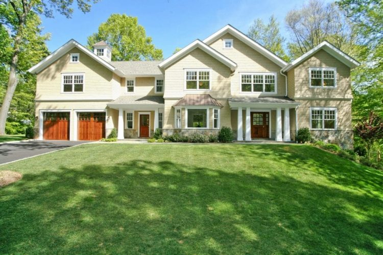 Shingle style home by DeMotte Architects located in Scarsdale NY