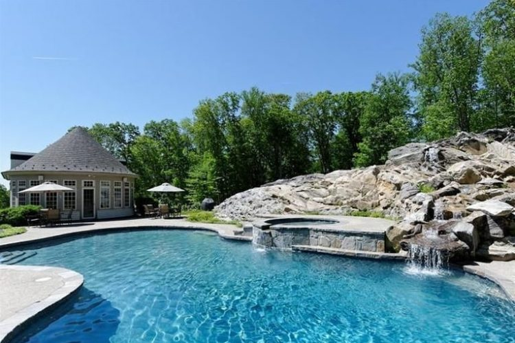 Pool house design in Westchester County by DeMotte Architects