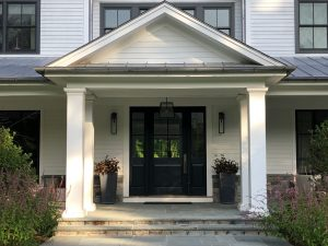 Modern farmhouse entrance by DeMotte Architects in CT
